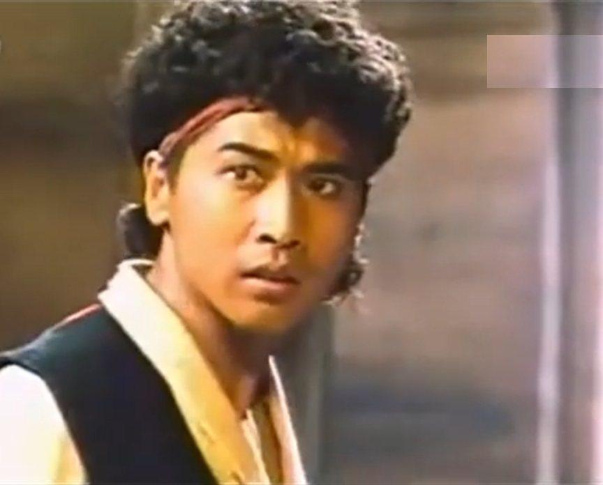 齊秦飾演的阿里巴巴其實也結合了阿拉丁的情節發展。圖/翻攝自YouTube