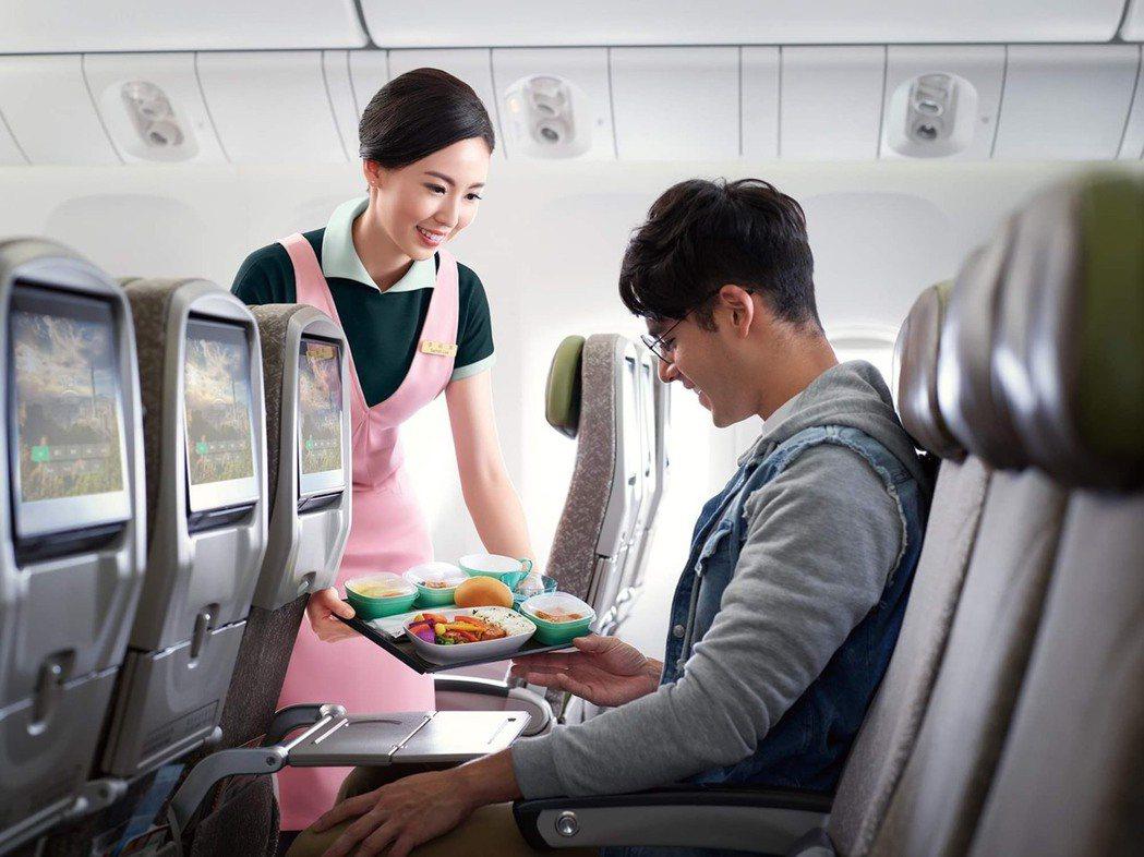 長榮航空於豪華經濟艙和經濟艙提供由長榮空廚以台灣一等梗米,調配出 Q彈順口的米飯...