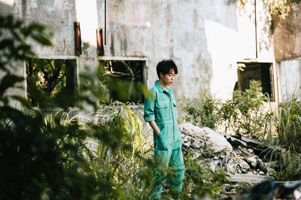 吳青峰「太空系列」最終篇章之第三部曲「太空船」MV將於明天中午上線。圖/環球唱片