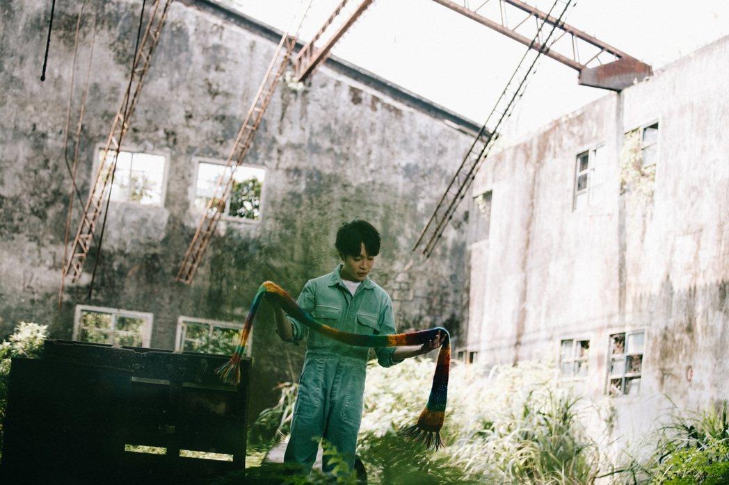吳青峰「太空系列」最終篇章之第三部曲「太空船」MV將於明天中午上線。圖/環球唱片...