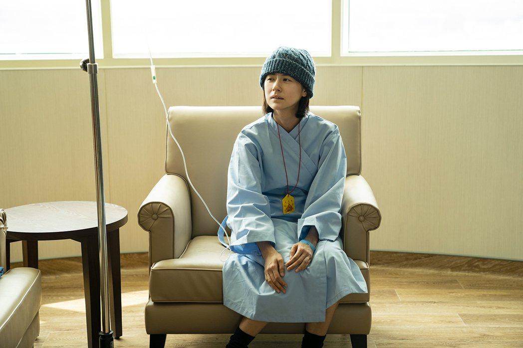 林予晞在劇中詮釋接受治療、日漸虛弱模樣。圖/TVBS提供