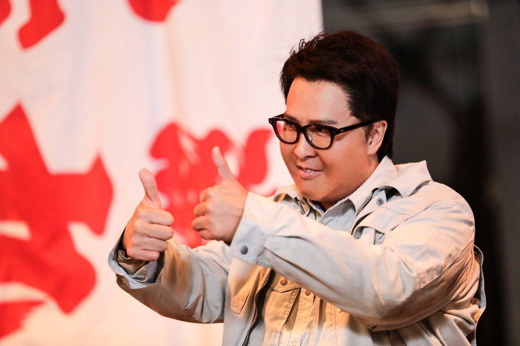 甄子丹在「肥龍過江」化身120公斤的胖警探,需要耗費3小時穿上胖胖裝才能上戲。圖