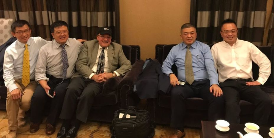 JRA 總裁Keith James(右三)對高雄愛情摩天輪暨複合商業開發案表達投資意願。圖/高雄市經濟發展局提供