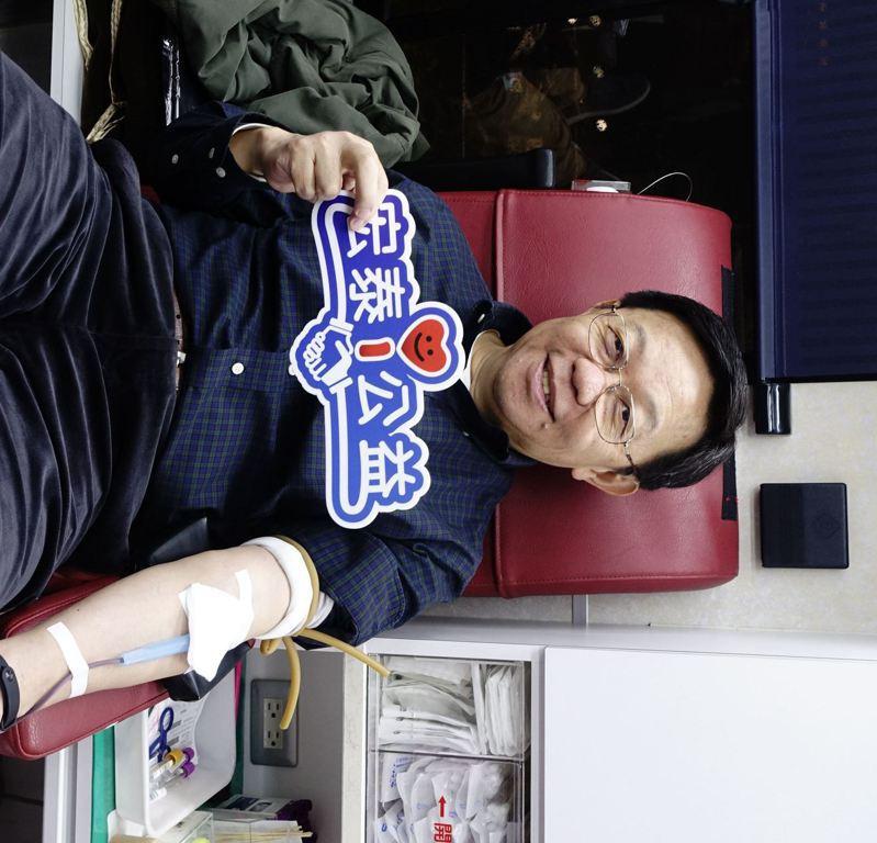 宏泰人壽總經理湯維華率領宏泰i公益志工團一起捐血。宏泰人壽/提供