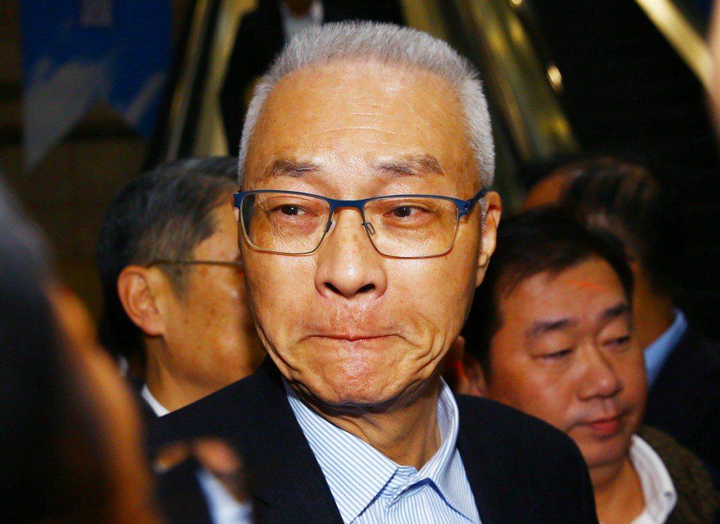 國民黨大敗,前主席吳敦義請辭後一度哽咽難言,被網友酸「吳哥哭」又出現了。本報系資...