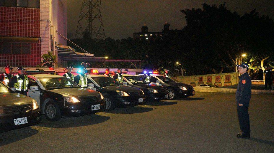 樹林警方啟動春安工作首日,出動大批警力路檢及危安場所臨檢。記者巫鴻瑋/翻攝