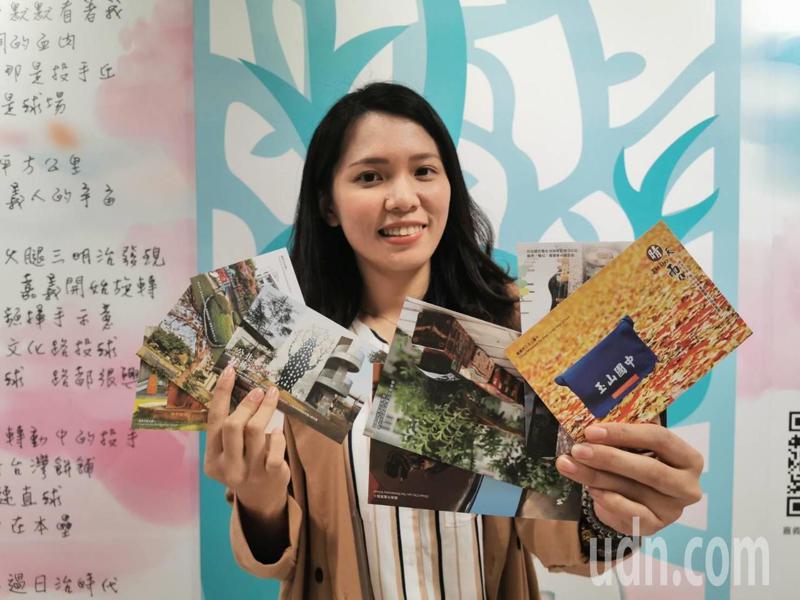 嘉義市府教育處鼓勵市民「春節假期回娘家」,以各國中、小特色校園為主題,設計各校特色名信片。記者卜敏正/攝影