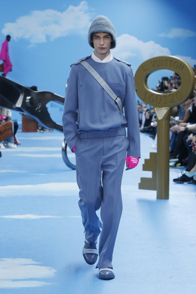毛氈帽、霓彩手套,以及綁縛束帶的鞋款讓配件有高度可看性。圖/LV提供