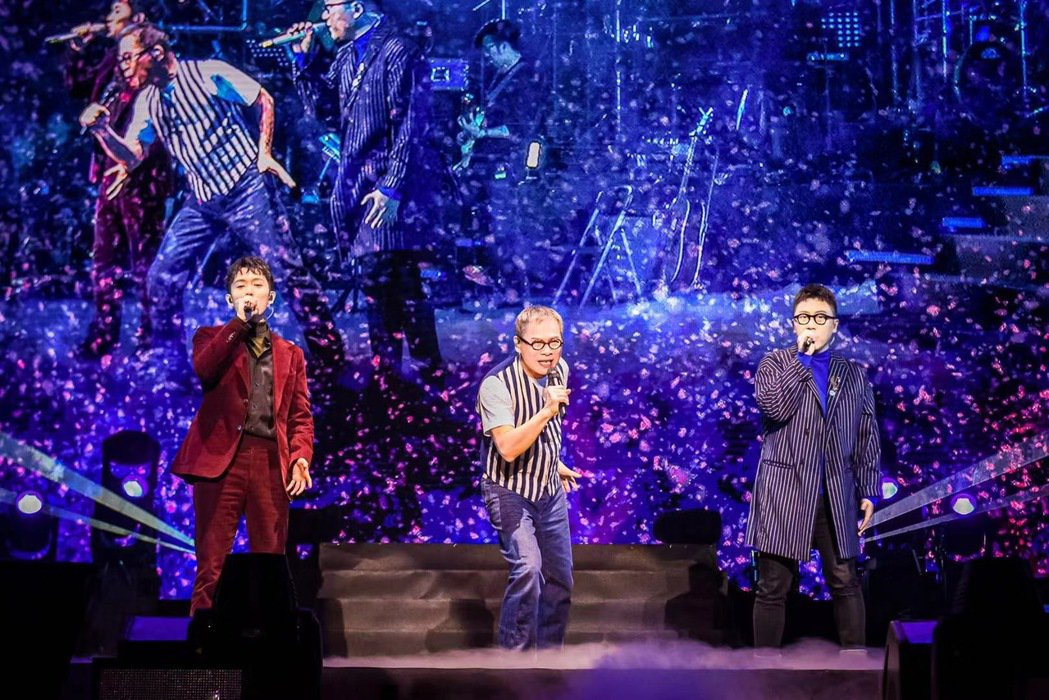 雙人男子組合好妹妹日前擔任羅大佑(中)合肥演唱會嘉賓。圖/有此山文化傳媒提供