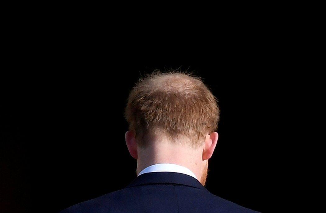 哈利16日出席活動,媒體拍到他略顯稀疏的後腦勺。(路透)