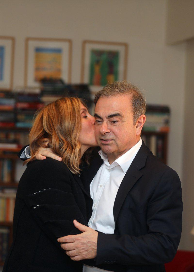 高恩與妻子卡洛14日在黎巴嫩貝魯特接受路透專訪。(路透)