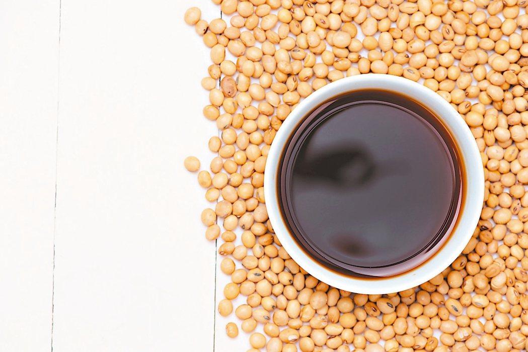 營養師建議,應降低使用醬料頻率,以避免攝取過多的鈉。 圖╱123RF