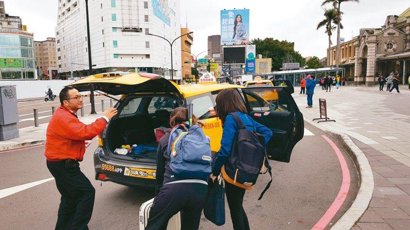 新竹市計程車1月22日至29日春節期間車資加收3成。 記者黃瑞典/攝影