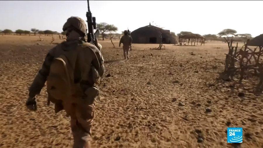 2014年起由法國領導在薩赫爾地區的「巴爾赫內行動」至今成效不彰,近年來薩赫爾地區的動盪不安。(Photo by 影片截圖)