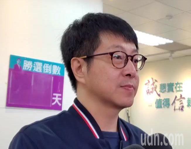 網路社群「WeCare高雄」發起人尹立表示,會在春節期間設「罷韓總部」並展開罷韓第二階段連署。記者楊濡嘉/攝影