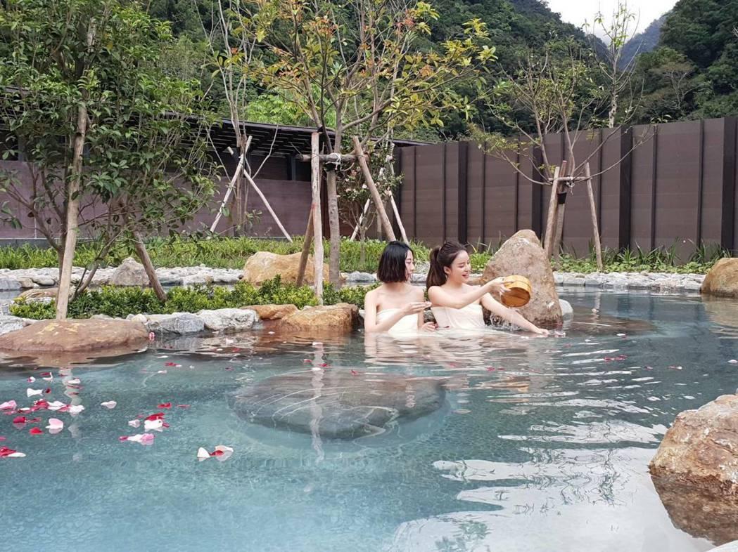 宜蘭縣南澳鄉山區碧候溫泉,有個人湯屋,男女裸湯、露天spa池。圖/宜蘭縣政府提供