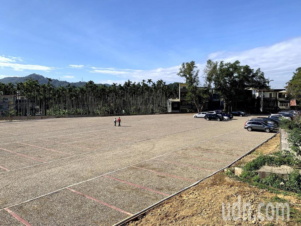 北埔鄉公所在鄧南光影像紀念館旁設立第一個公有停車場,目前停車場營運許可已通過,可...