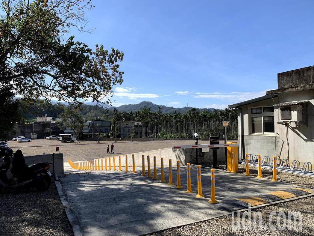 鄧南光智慧停車場從22日起委外試營運,收費標準為一小時20元。記者陳斯穎/攝影