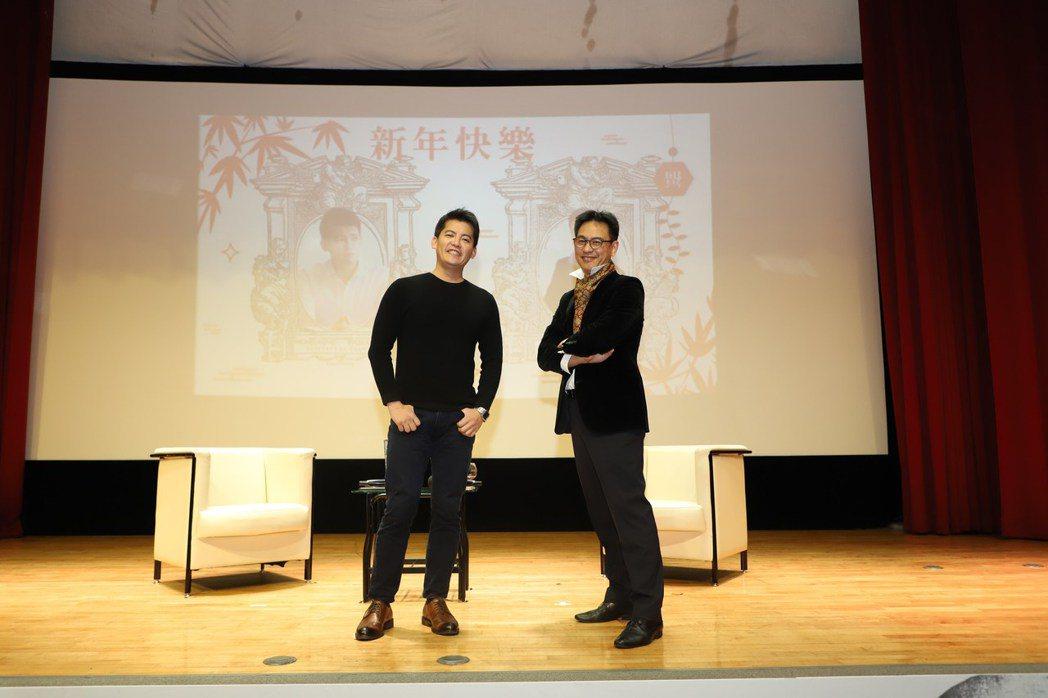 謝哲青(左)及鄭治桂兩人在活動結尾終於解開心結、握手言和。圖/想映電影院提供