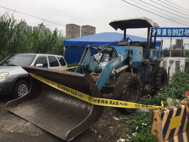 新北市新店區中央北三路的資源回收場,於今晨7時許,發生一起堆高機撞死人的意外。記者陳弘逸/翻攝