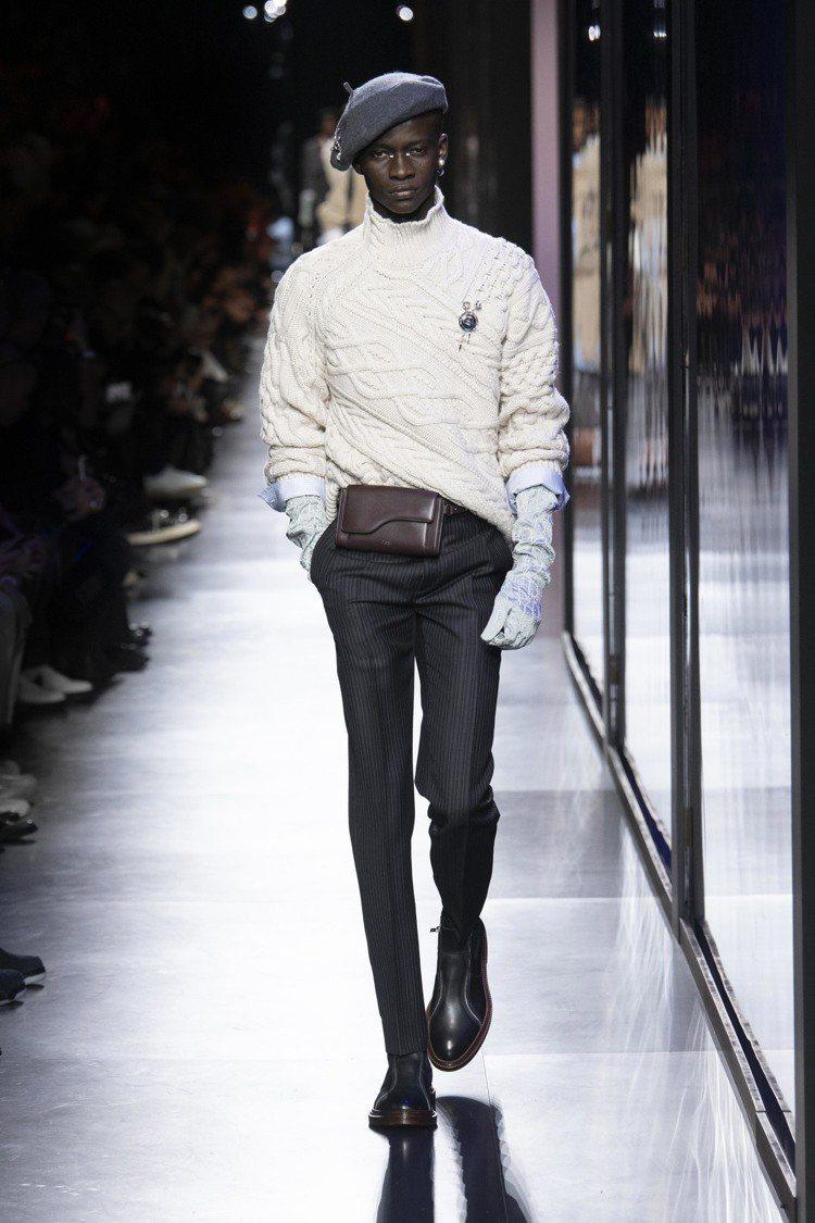 腰包的復古質感,是冬季系列的搶眼配件。圖/DIOR提供