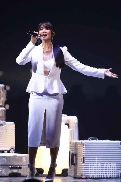 第15屆KKBOX風雲榜頒獎典禮,年度風雲歌手A-Lin演唱。