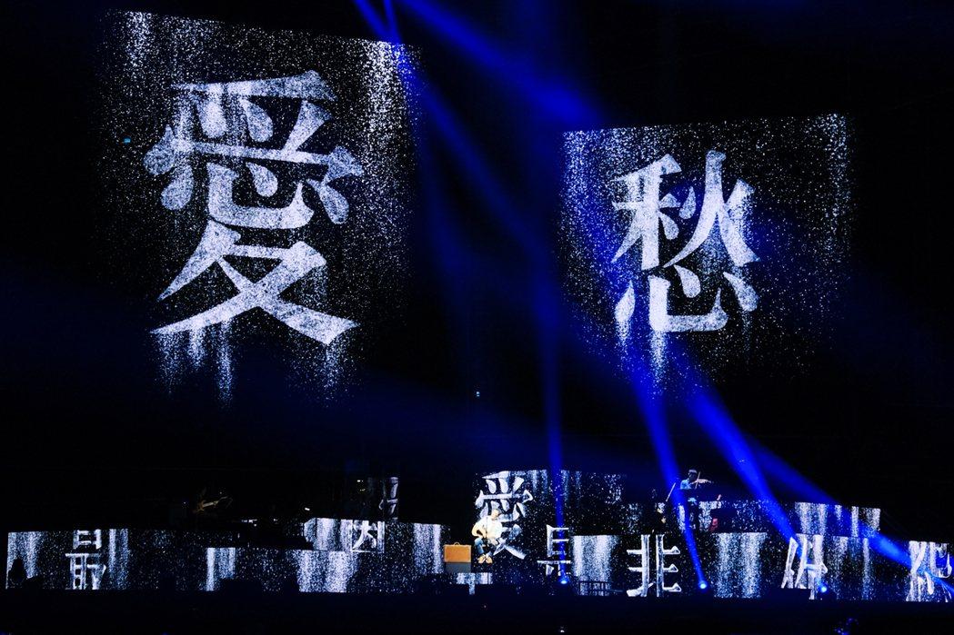 入行38年的李宗盛首攻高雄巨蛋,投入破千萬的費用升級舞台。圖/相信提供