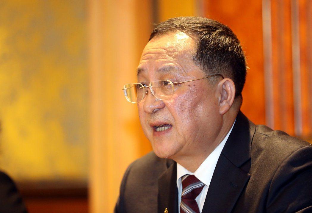 北韓外交部長李容浩在臨時記者會說明川金二會。路透資料照片