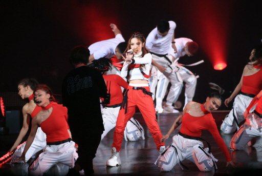 鄧紫棋今晚為KKBOX風雲榜帶舞者首唱新歌「摩天動物園」。記者余承翰/攝影