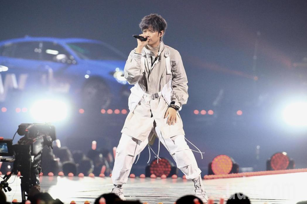 第15屆KKBOX風雲榜頒獎典禮,表演嘉賓八三夭演唱。記者林伯東/攝影