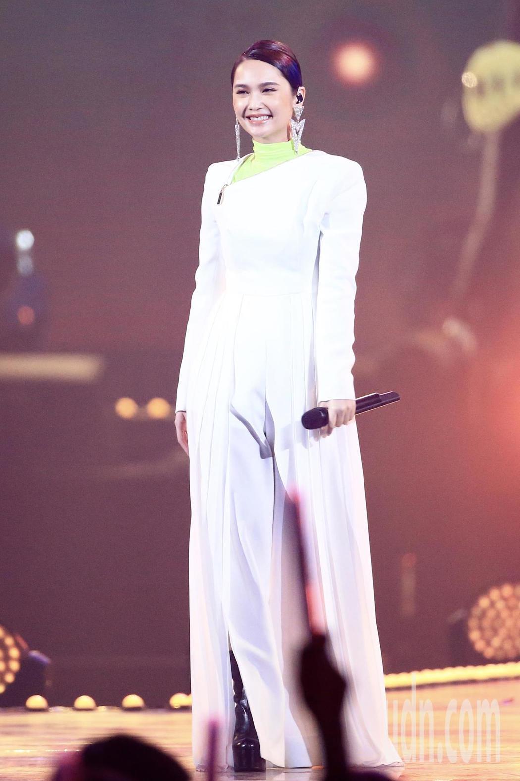 第15屆KKBOX風雲榜頒獎典禮,表演嘉賓楊丞琳演唱。記者林伯東/攝影