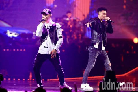 第15屆KKBOX風雲榜頒獎典禮,年度風雲歌手頑童MJ116演唱。