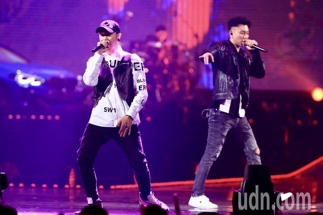 第15屆KKBOX風雲榜頒獎典禮,年度風雲歌手頑童MJ116演唱。記者林伯東/攝