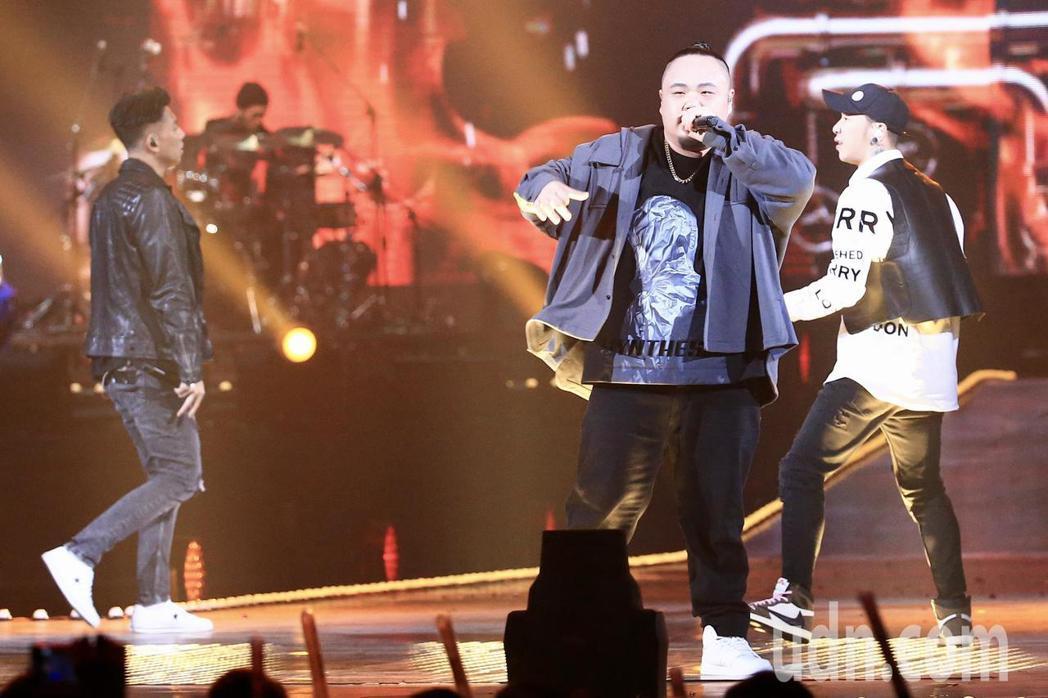 第15屆KKBOX風雲榜頒獎典禮,年度風雲歌手頑童MJ116演唱。記者林伯東/攝...
