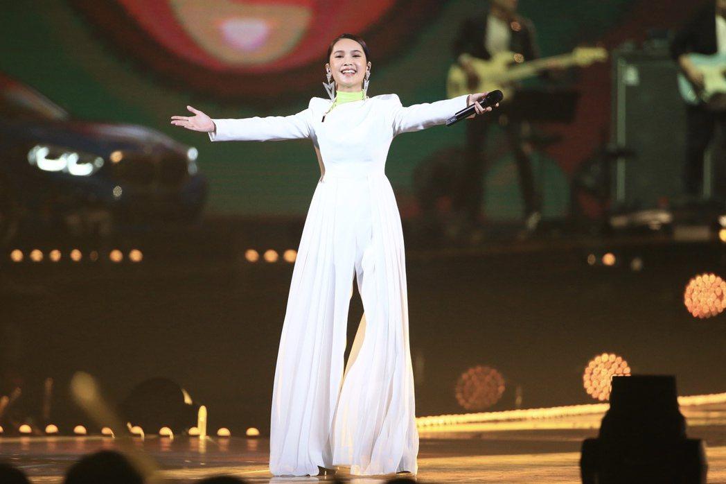 楊丞琳今晚在KKBOX頒獎典禮演出,挑戰30秒快速換裝。記者林伯東/攝影