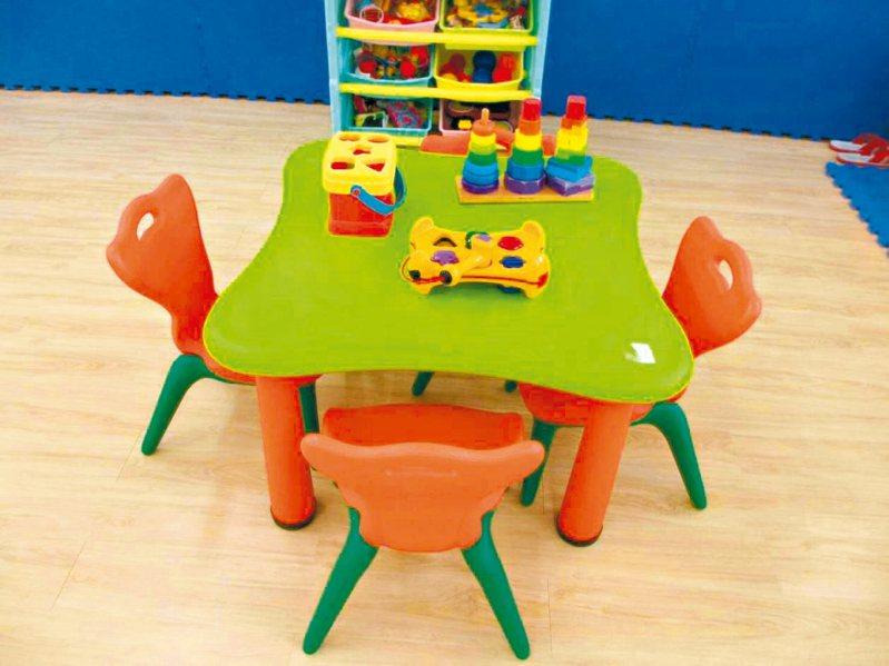 桃園女子監獄親子園地內有規劃給各年齡層兒童使用的遊樂區(圖),並設有奶瓶烘乾消毒機。 圖/桃園女子監獄提供