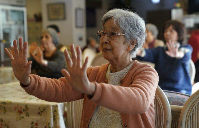 健身房依靠年長會員口碑的策略效果有限,因為不少長者住在養老院。 (美聯社)