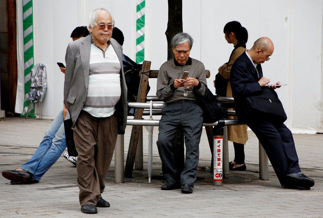 日本人的身體健康年數約比預期壽命少十年,政府為了控制醫療支出,鼓勵人們規律運動。...