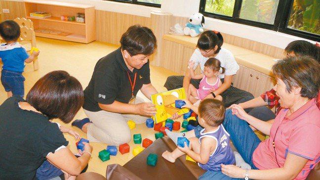 原本就已經迫切危及的台灣生育率,因經濟景氣轉差,恐再度抑低民眾生育意願,或打亂生...
