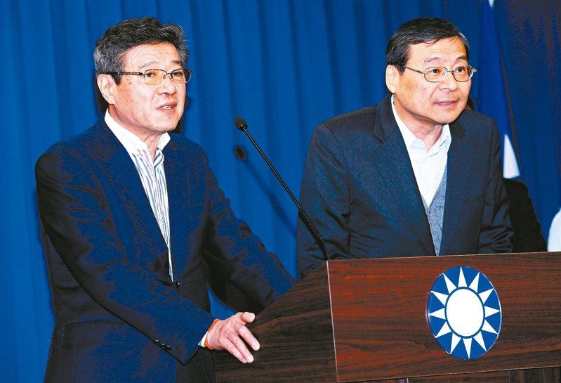 國民黨主席吳敦義與黨務一級以上主管請辭獲准,中常會推舉林榮德(左)代理黨主席,立委曾銘宗(右)代理秘書長。 圖╱聯合報系資料照片