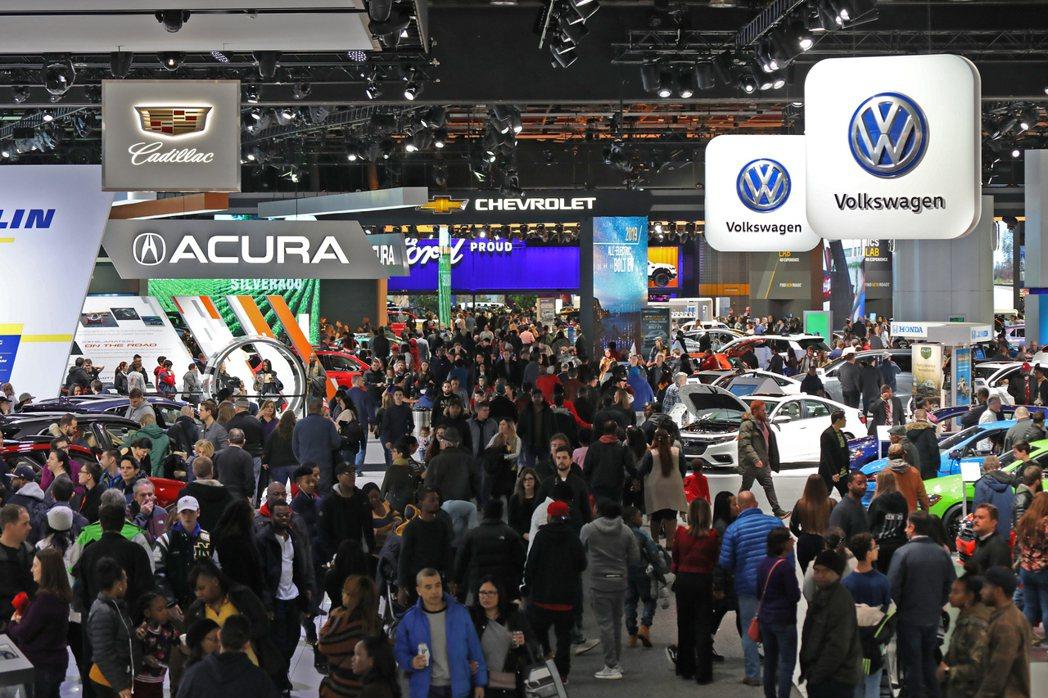 四月初才要舉行的紐約車展,德國三大豪華車掌已經宣布不參加了。 摘自Crainsd...
