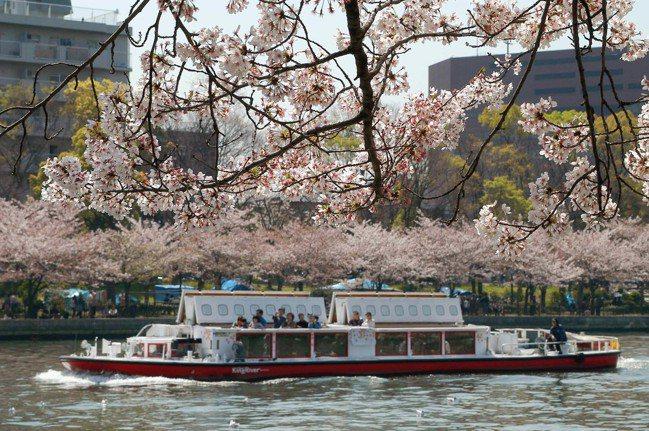 近來許多外國遊客到日本觀光,都將產業與旅遊相結合,造訪產業博物館或礦坑、油田等有...