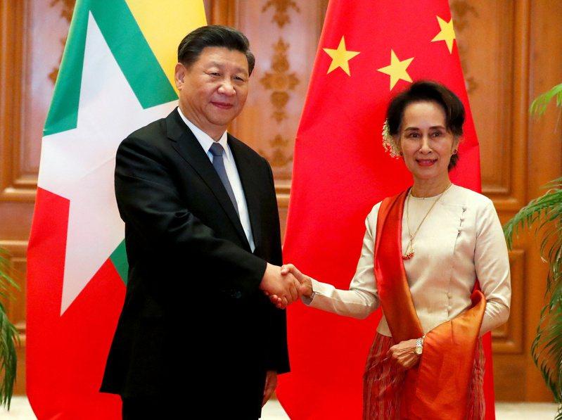 社群媒體巨擘臉書18日致歉,在它的平台上,中國領導人習近平的名字由緬甸文譯成英文時竟成粗話。路透
