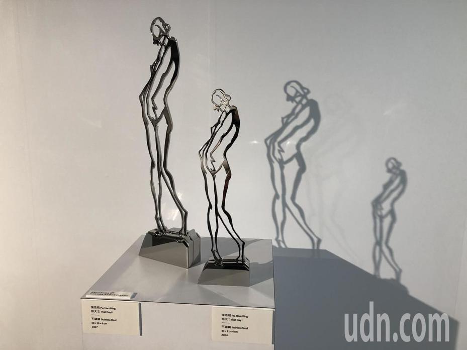 雕塑家蒲浩明在淡水滬尾藝文休閒園區禮萊廣場二樓滬尾故事館舉辦特展,有他各階段作品。記者何定照/攝影