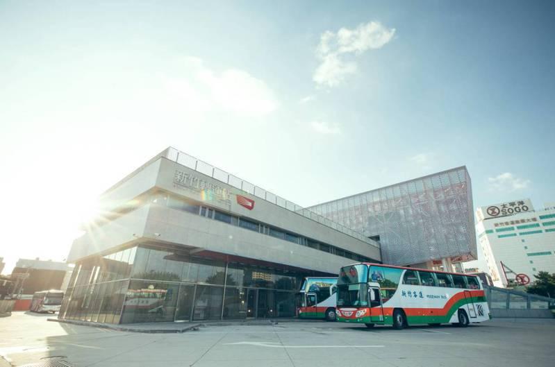 新竹市民期待已久「新竹轉運站-桃園國際機場」路線,預定2月6日上午10時發出第一班車,機場客運24小時都有班次、每小時一班。圖/新竹市府提供