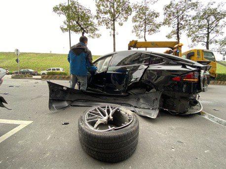 更新/新北特斯拉車禍保桿噴飛波及路人 一名女童傷勢嚴重送醫不治
