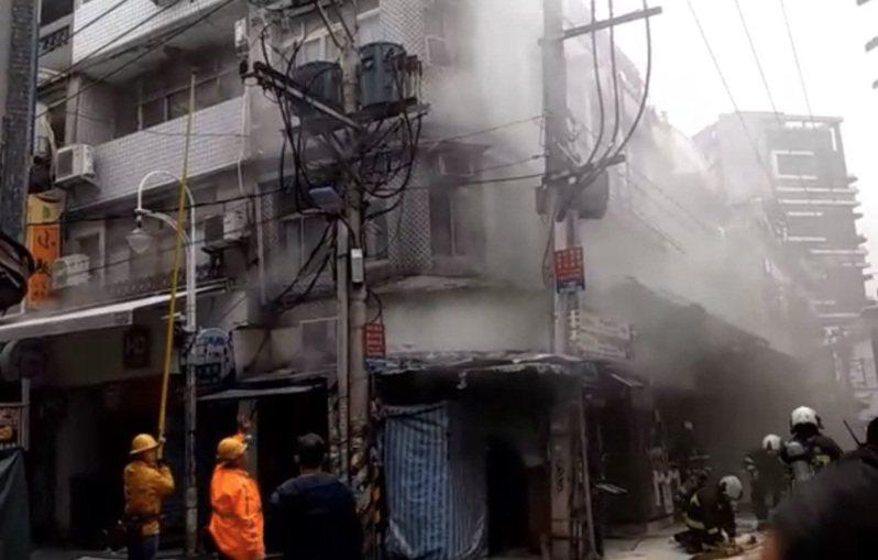 士林夜市今下午發生火警。記者蕭雅娟/翻攝
