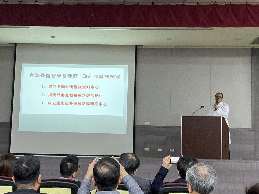台灣外傷醫學會理事長簡立建呼籲,政府應比照美歐日韓等國家,建立國家級的「台灣外傷...