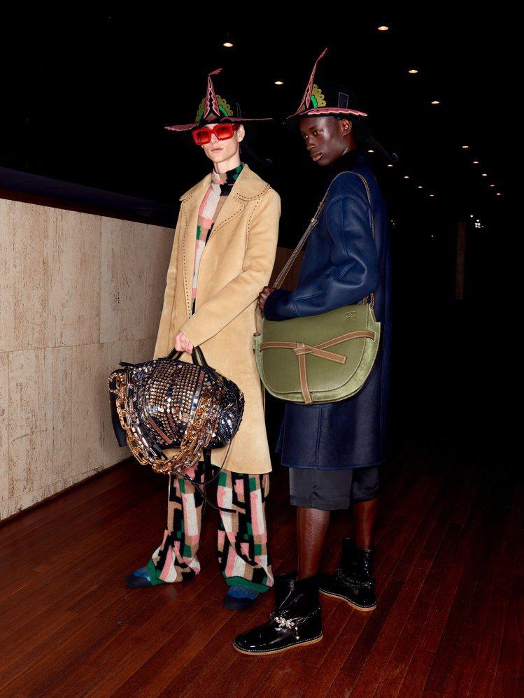 Gate包的尺寸同樣也變大,而毛氈帽子及鞋款也帶有奇幻的天真氣息。圖/LOEWE...