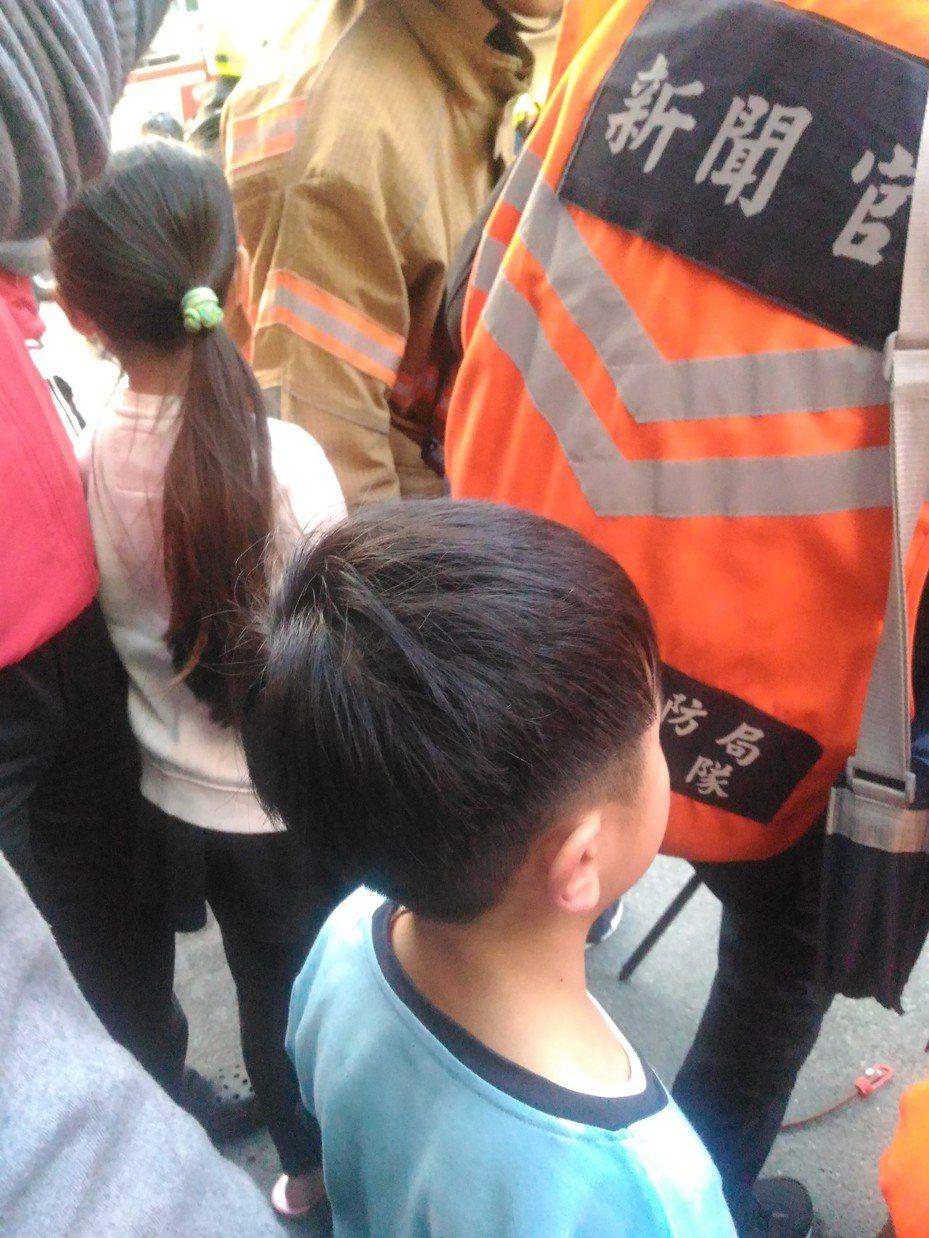 張姓女童機警架梯協助家人脫困。記者黃宣翰/攝影